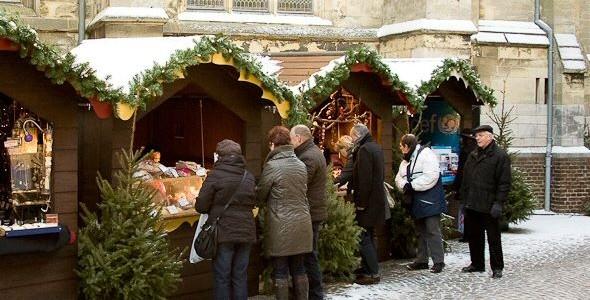 Zondag 15 december 2013 van 14.00 uur tot 21.00 uur! Wat is het? Een gezellige samenkomst van alle mensen uit het Kleiwegkwartier in een kerstige sfeer met kerstkramen, optredens voor […]